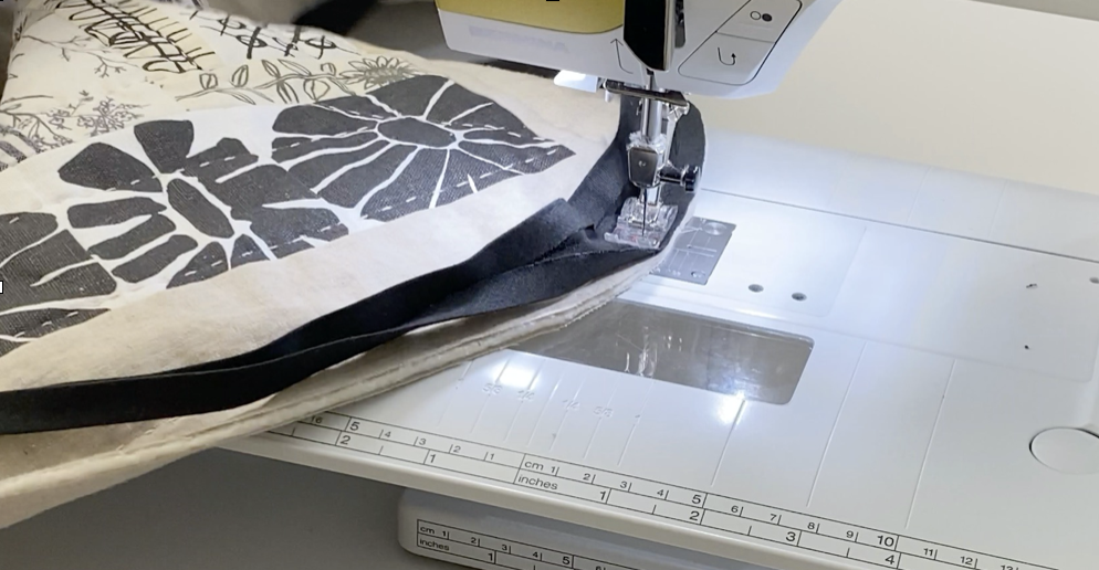 sewing curved corners with bias binding
