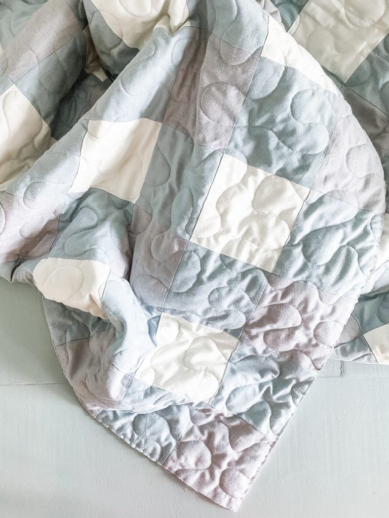 Free Gingham Quilt Pattern made with blue fabrics